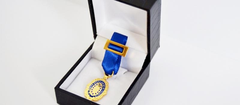 medalla-azul